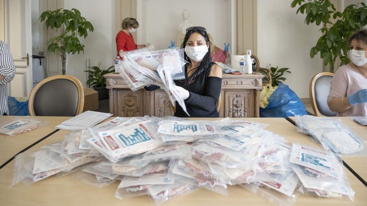 Avec la crise sanitaire, les collectivités locales ont dû engager des dépenses nouvelles, comme l'achat de masques.
