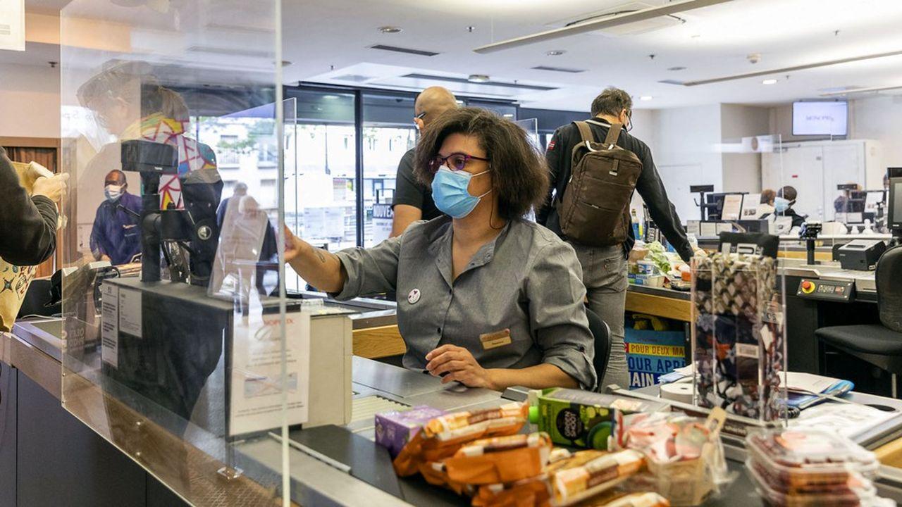 Les caissières et caissiers font partie des métiers dont l'utilité sociale a été mise en lumière par la crise.