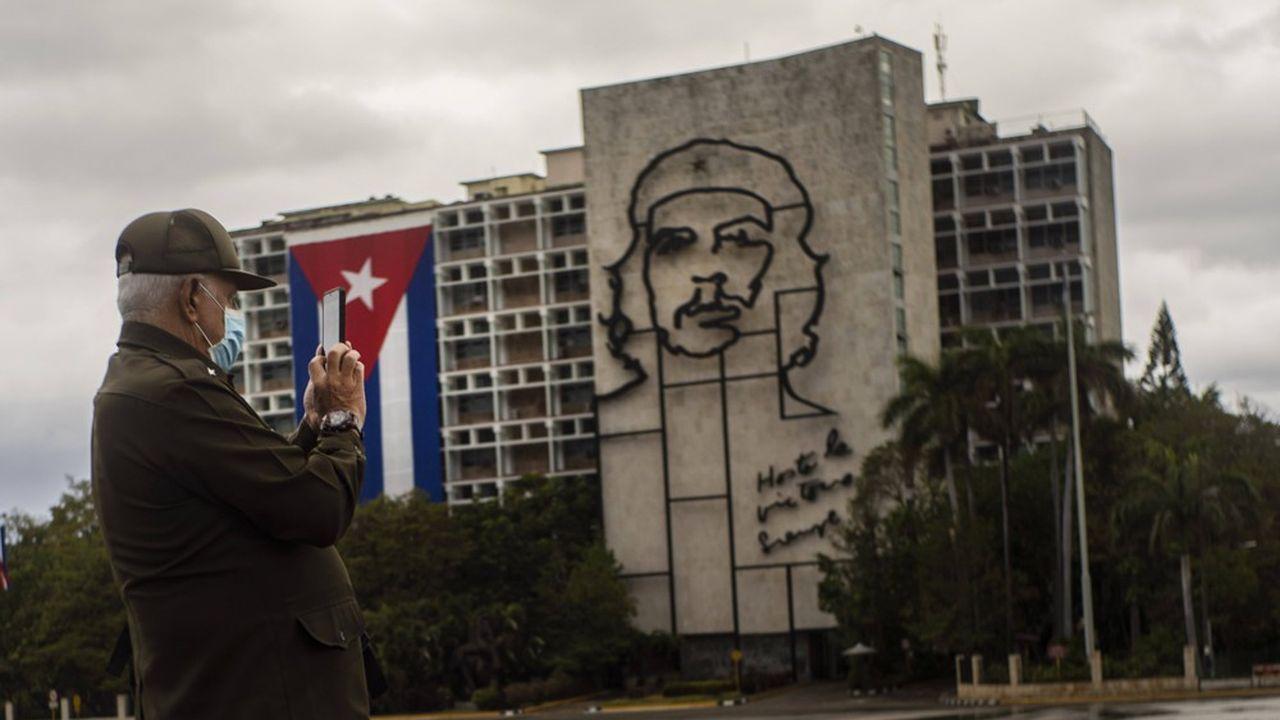Début 2020, le président colombien Ivan Duque avait demandé, sans succès, l'extradition de négociateurs du groupe rebelle ENL arrivés sur l'île en 2017