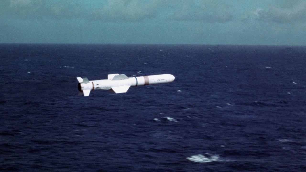 Les contrats «permettront de prolonger la production du programme Harpoon jusqu'en 2026, mais aussi de relancer la chaîne de production de SLAM ER et d'assurer les livraisons jusqu'en 2028», selon Boeing.