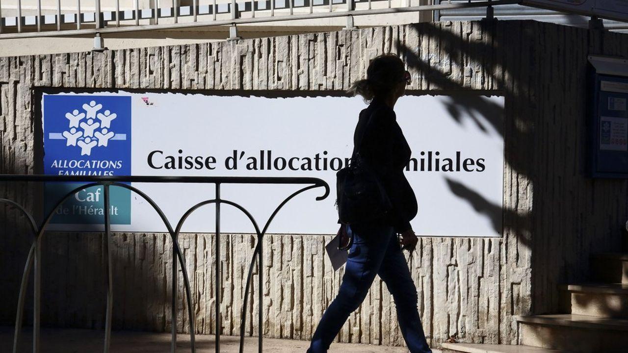Au total, 4.1millions de foyers, dont près de 5millions d'enfants, sont concernés par ce dispositif annoncé dès le 13avril par Emmanuel Macron.