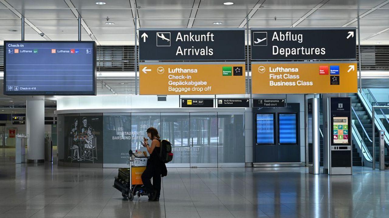 On devrait pouvoir voyager en avion en France à partir de juin et en Europe en juillet-août, avec un trafic réduit et un nombre de destinations plus limité.
