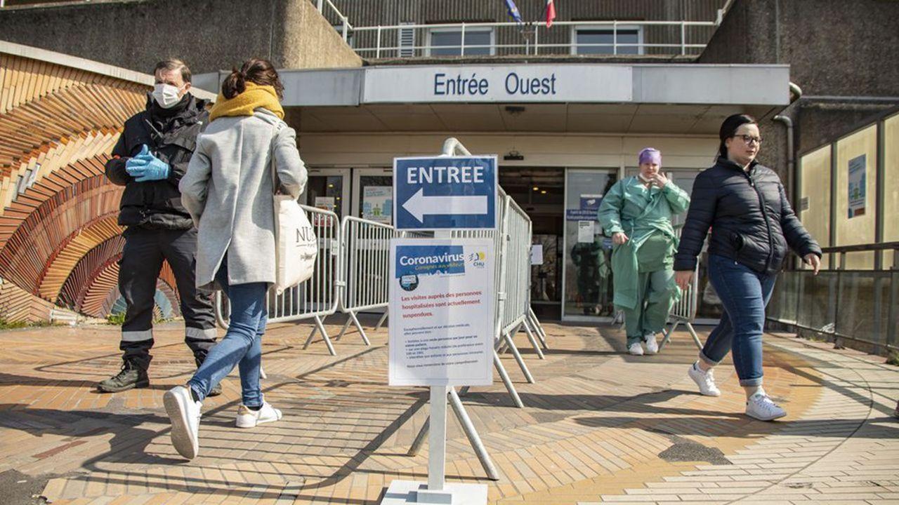 Le ministre de la Santé Olivier Véran promet une revalorisation des salaires des soignants