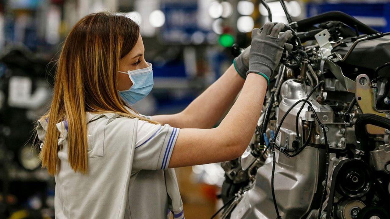 FCA constitue le plus grand groupe industriel de la Botte, avec 55,000 emplois directs dans seize usines et 200.000 emplois indirects chez ses 5.500 fournisseurs italiens. Il génère à lui seul 40% des 50 milliards de chiffre d'affaires annuel du secteur italien des équipementiers automobiles.