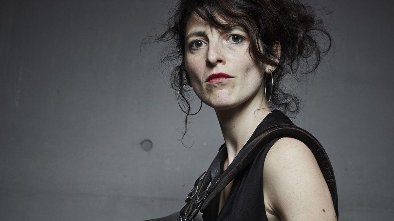 Chloé Lacan est chanteuse et accordéoniste