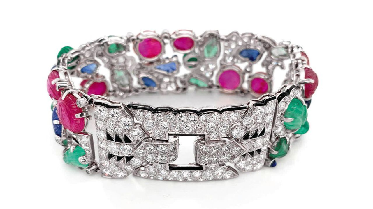 Sotheby's a vendu en ligne pour 1,34million de dollars un bracelet «tutti frutti» de Cartier.