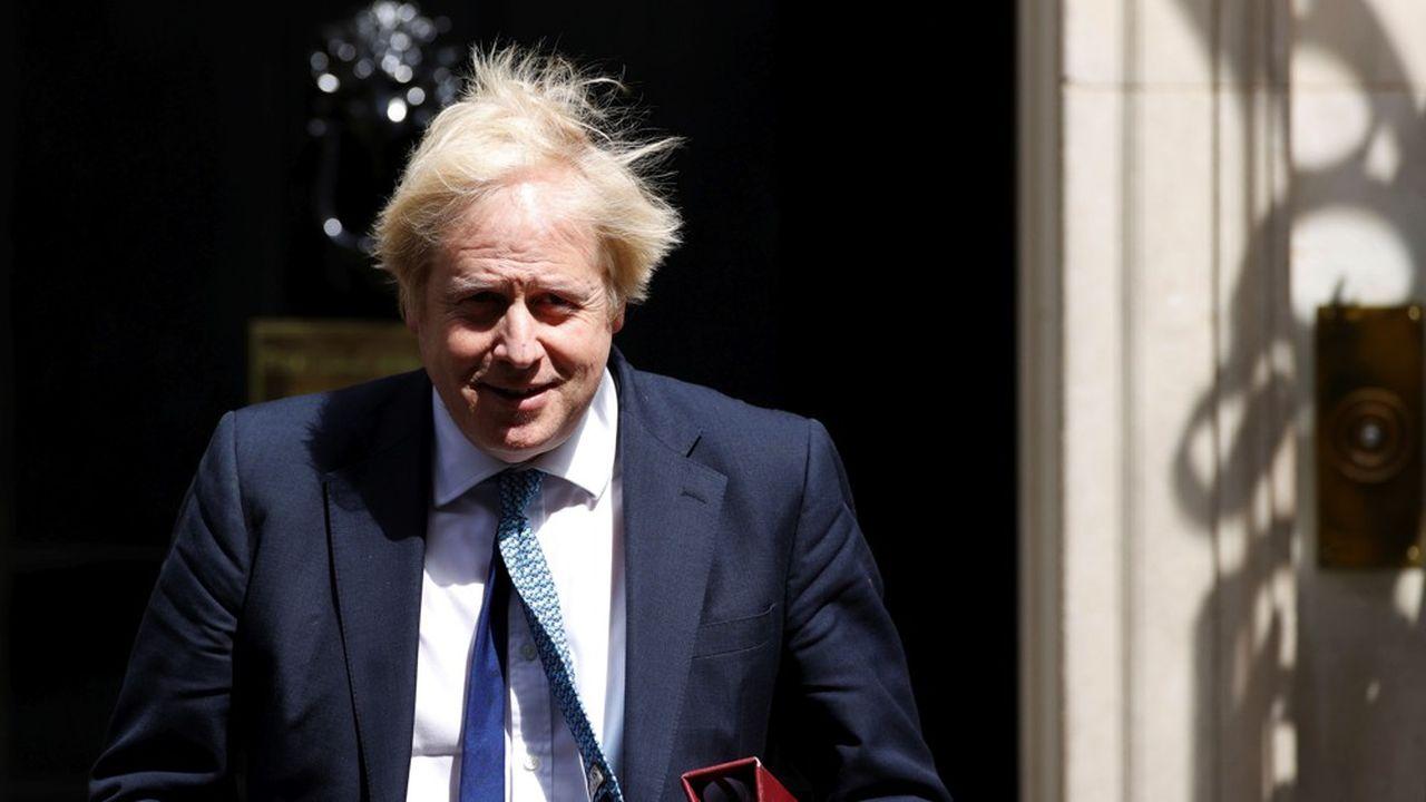 Le Premier ministre britannique Boris Johnson, qui s'est rétabli de la maladie Covid-19 (Corona virus disease) est photographié devant le 10 Downing Street à Londres le 13mai. Son gouvernement va devoir s'accommoder de déficits budgétaires records.