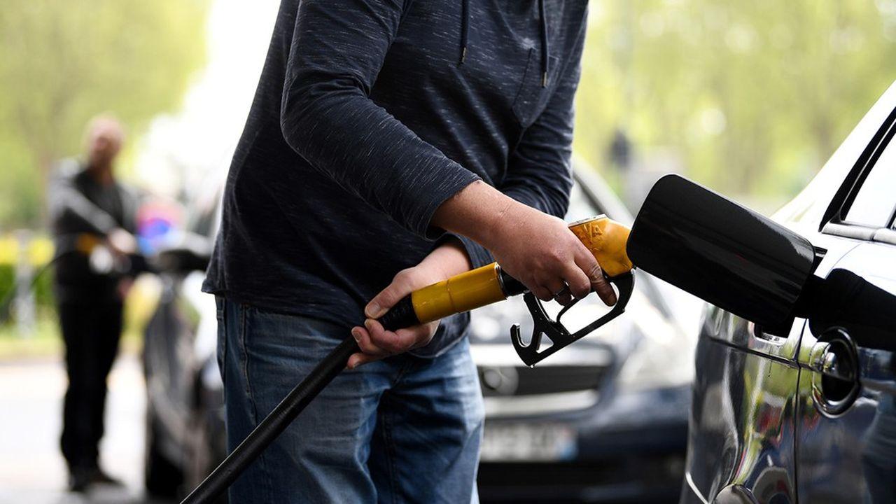 Les prix du pétrole ont été mis sous pression par l'effondrement de la demande dans le sillage des mesures de confinement.