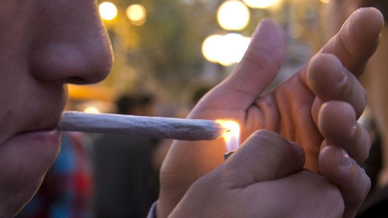 L'expérimentation du cannabis chez les adolescents de 15 ans a reculé pour la première fois depuis 2006.