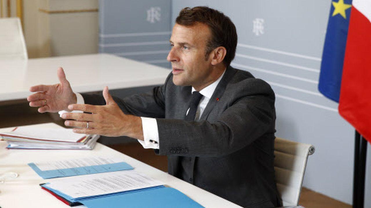 Emmanuel Macron en vidéo conférence à l'Élysée