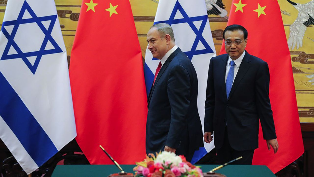 Le Premier ministre chinois, Li Keqiang a signé un accord avec son homologue israélien, Benjamin Netanyahu, à Pékin en 2017 marquant la volonté de coopération économique des deux pays.