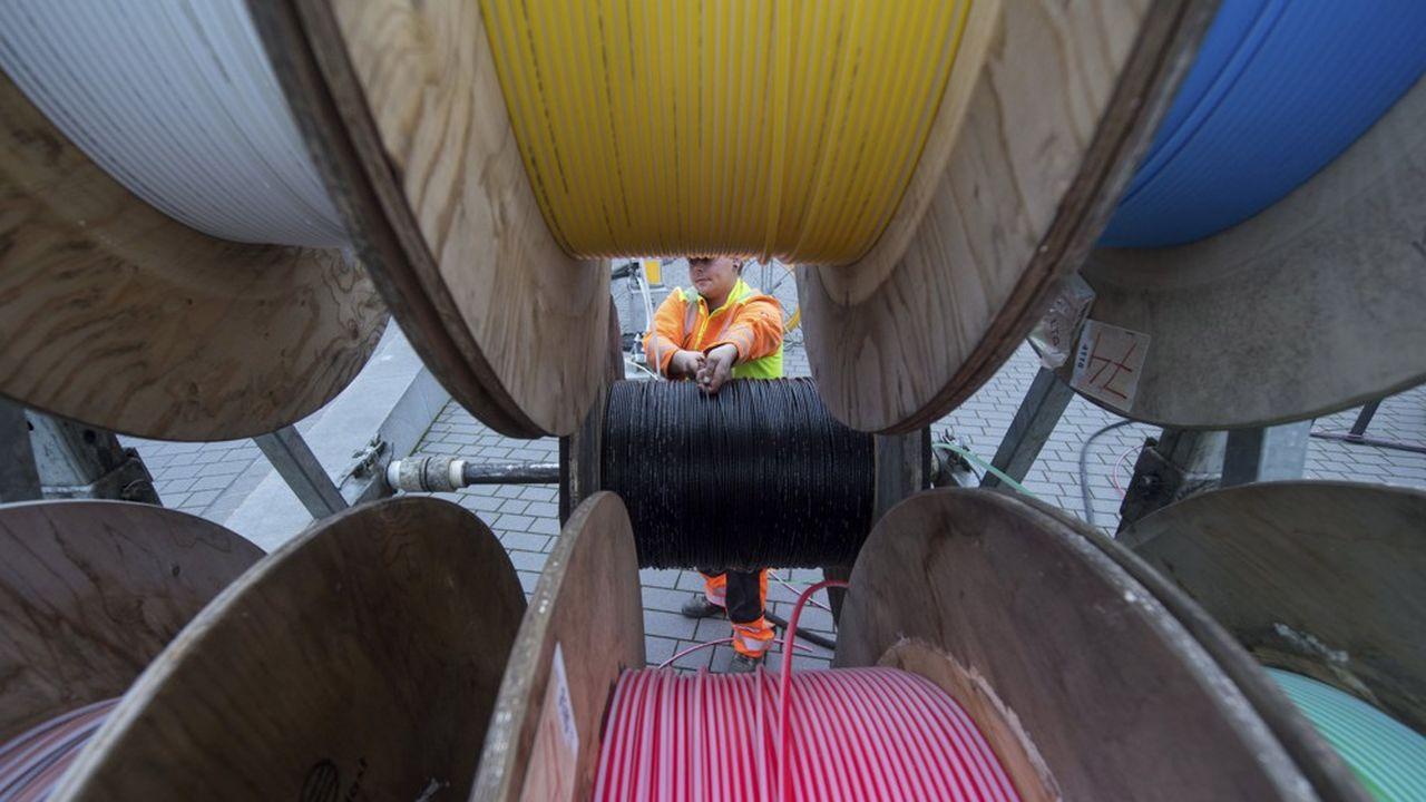 Salt et Sunrise veulent raccorder 1,5million de foyers suisses à la fibre optique dans les cinq à septprochaines années.