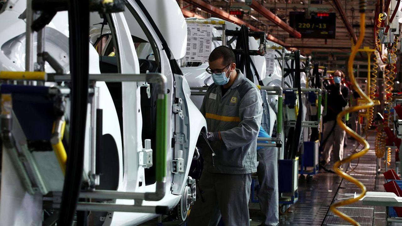 Le dispositif devrait soutenir au moins l'acquisition de véhicules électriques (ici la Renault ZOE, assemblée à Flins, dans les Yvelines).