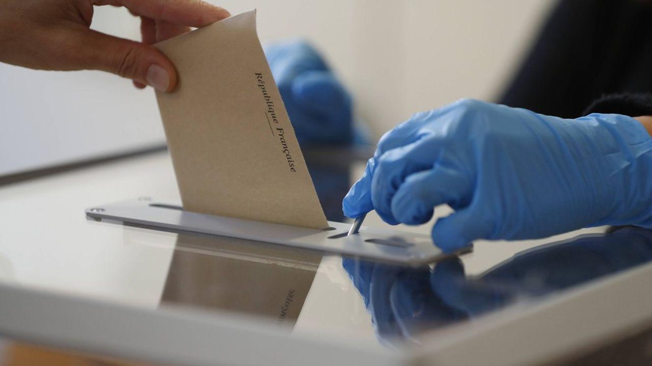 Un bureau de vote, lors du premier tour des élections municipales.