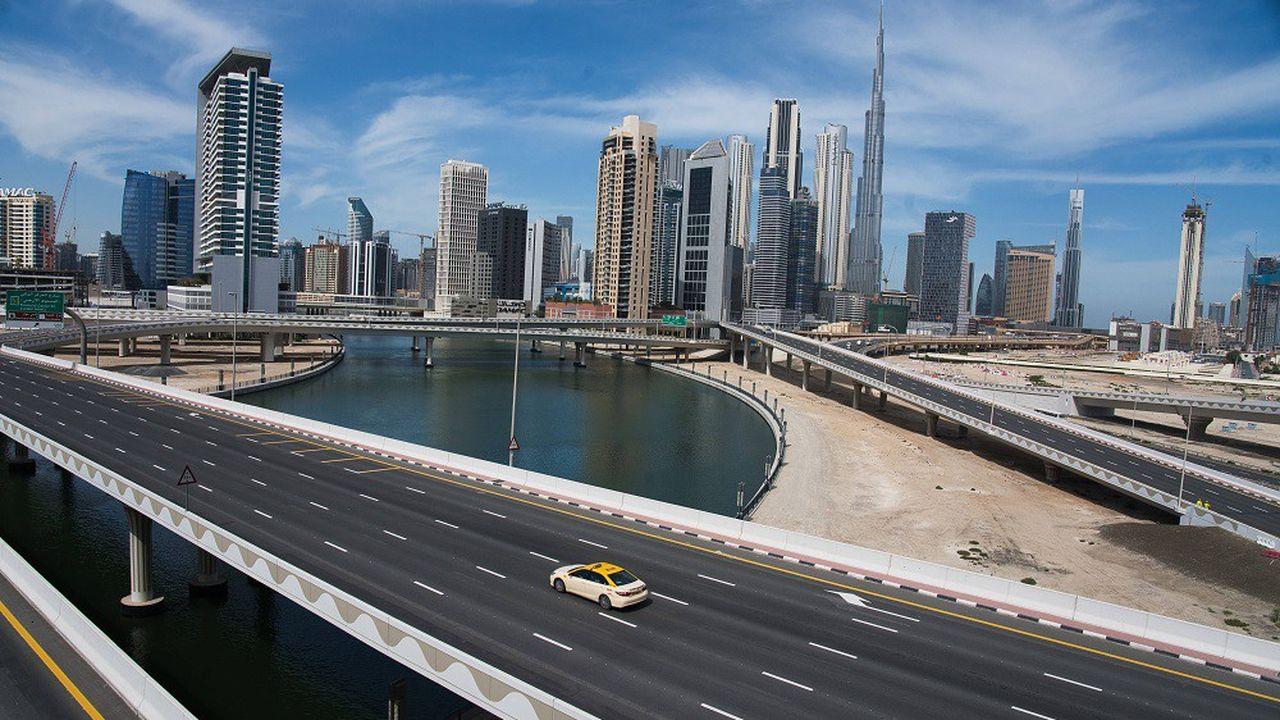 L'autoroute devant la skyline de Dubai, en plein confinement.