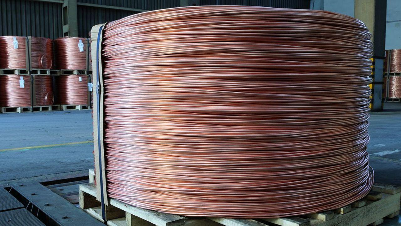 Une bobine de cuivre.