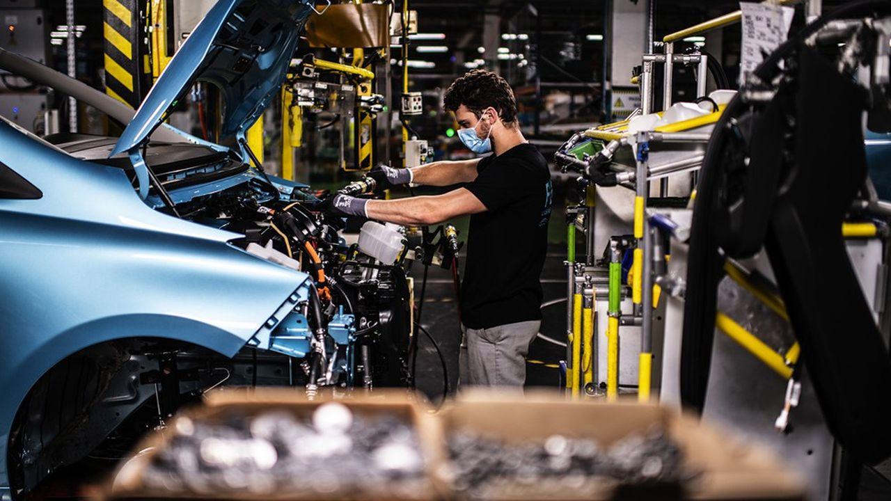 Après deux bons mois de confinement dans l'Hexagone, un quart des entreprises françaises envisage de relocaliser une partie de ses achats en France ou en Europe.