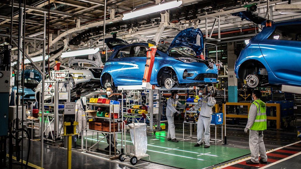 L'usine de Flins, où sont produite la ZOE électrique et la Nissan Micra, emploie aujourd'hui 2.600 salariés.