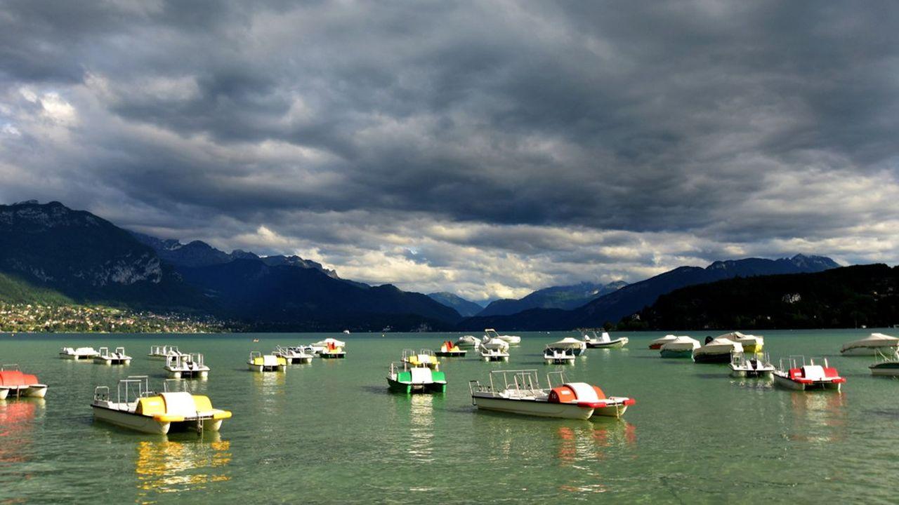 Sous réserve de l'application des mesures de distanciation physique et des gestes barrière, un grand nombre d'activités ont pu reprendre sur le lac d'Annecy.