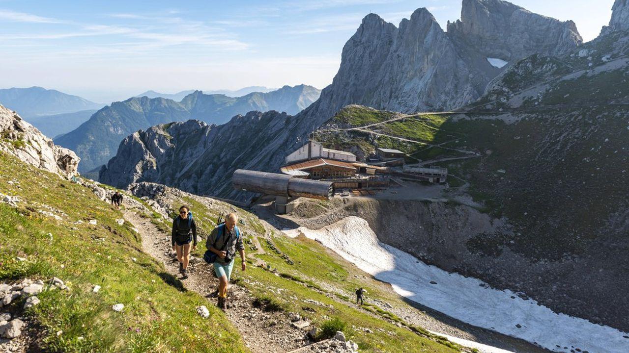 Depuis trois ans, la montagne est la deuxième destination préférée des Français.