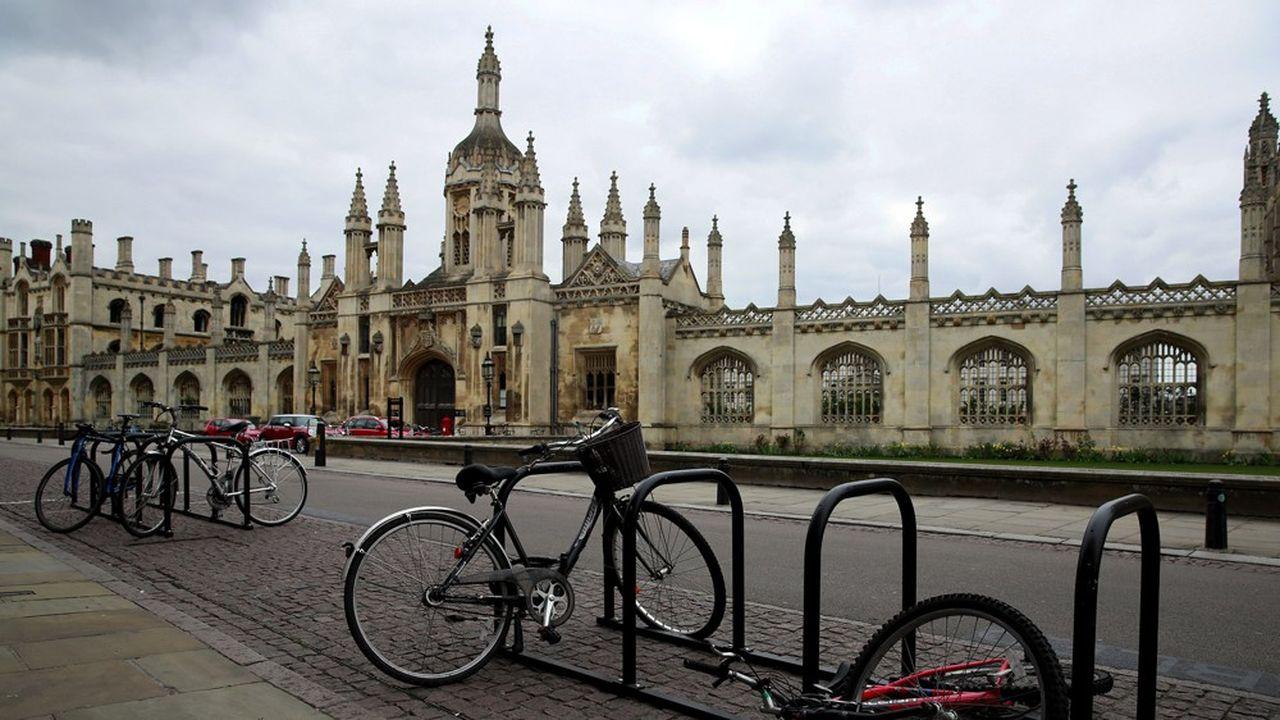 Les séances de travaux dirigés, qui constituent la pierre angulaire de l'enseignement à Cambridge avec souvent un enseignant face à un ou deux élèves, resteront, elles, en face-à-face.