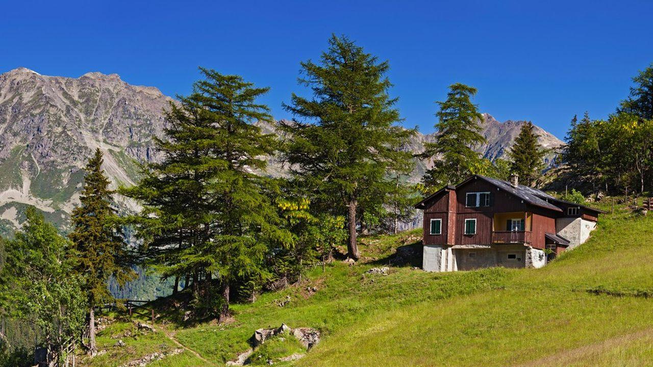 Fauchées par le confinement sanitaire en pleine saison hivernale, les stations de montagne des Alpes du Sud espèrent bien se refaire avec les vacances d'été.