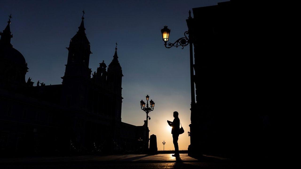 L'Espagne (ici la place Oriente de Madrid) fait partie des pays ayant reporté une partie des enchères5G en raison du coronavirus.