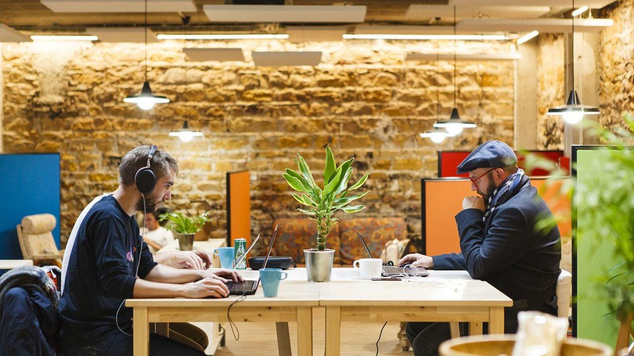 Les espaces de co-working rouvrent peu à peu depuis le 11mai avec des mesures de distanciation difficiles à combiner avec l'esprit de convivialité.