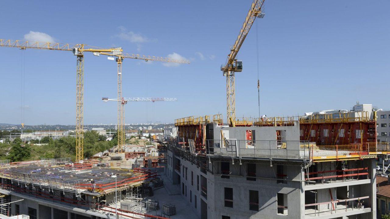 Les chantiers ont repris dans la ville mais pas les réhabilitations dans des sites occupés.