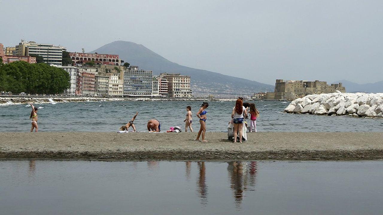Plage de Naples après le déconfinement