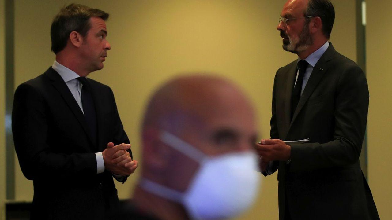 Le Premier ministre, Edouard Philippe (à droite), a lancé la concertation du «Ségur de la santé» ce lundi en visioconférence depuis le ministère de la Santé.