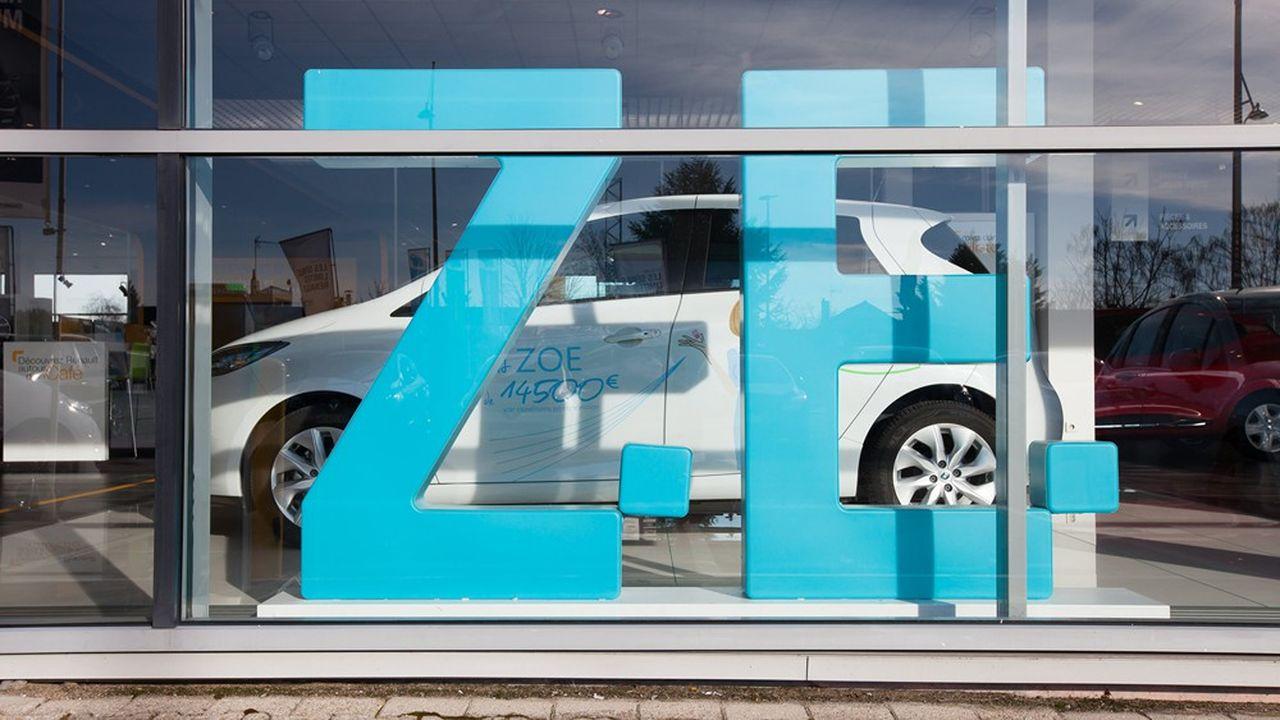 Emmanuel Macron devrait annoncer, entre autres, une augmentation des aides pour l'achat de véhicules électriques, comme ici la Zoé de Renault, modèle le plus vendu en France l'an dernier.
