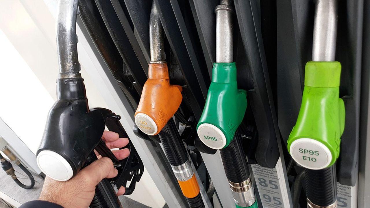 La semaine dernière, l'essence super sans plomb 95 se vendait 1,26euro le litre, en progression de 2,42 centimes.