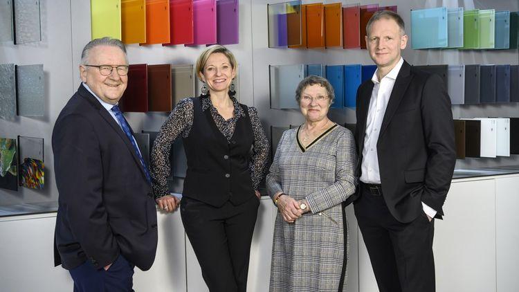 Christine Riou, vice-présidente du groupe familial Riou, est entourée de ses parents, Pierre et Christiane, et de son frère Nicolas.