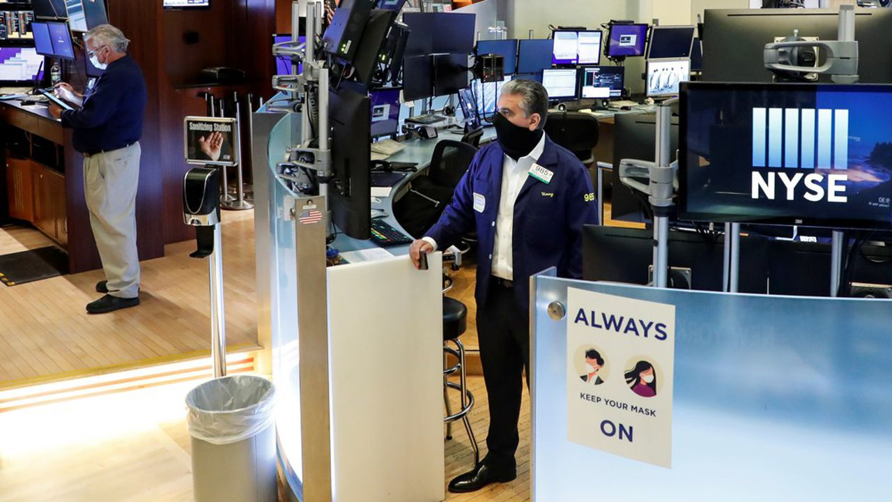 Les traders du parquet du New York Stock Exchange (NYSE) devront porter des masques et respecter les gestes barrière.