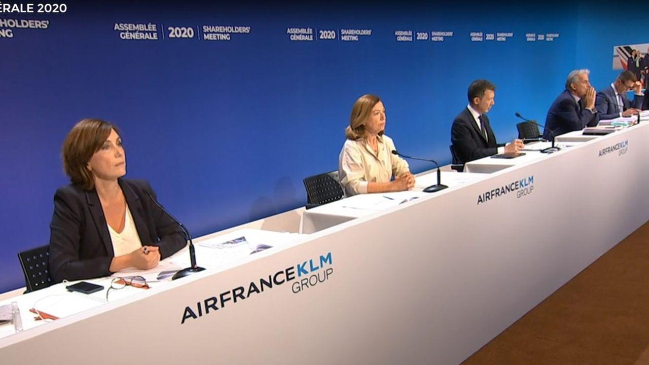 L'assemblée générale des actionnaires d'Air France-KLM s'est déroulée sur Internet, en respectant la distanciation physique entre les dirigeants du groupe.