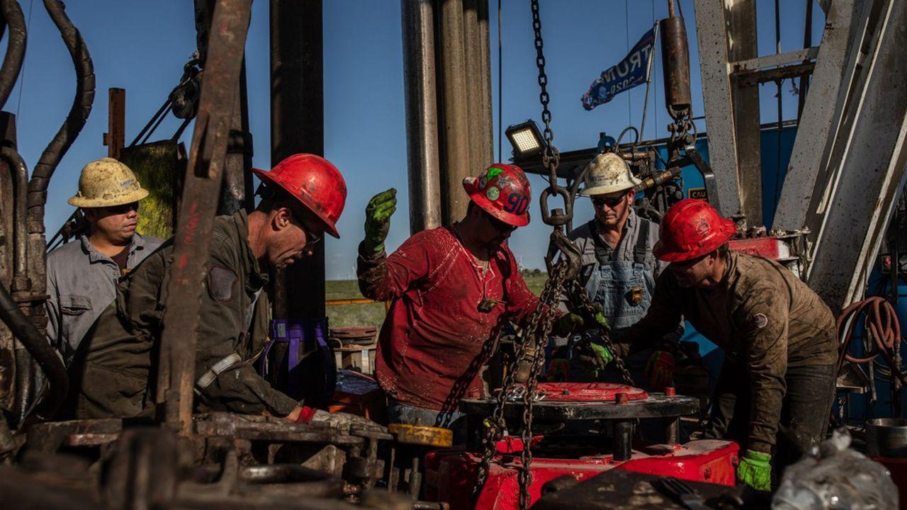 Au total, les investissements dans l'énergie doivent plonger de 20% en 2020, soit une chute de 400milliards de dollars par rapport à 2019.