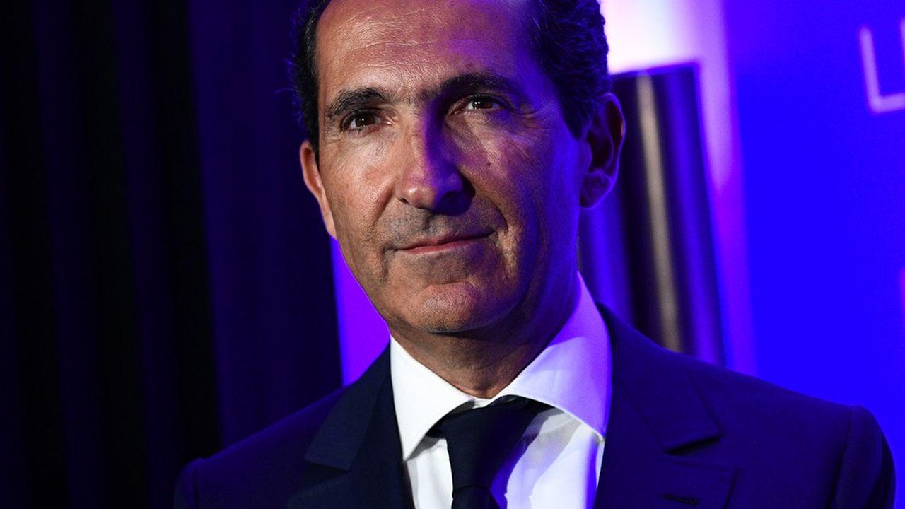 A travers son groupe Altice, Patrick Drahi détient l'opérateur télécoms SFR et était jusqu'à récemment le propriétaire de plusieurs titres de presse, tels «L'Express» et «Libération».