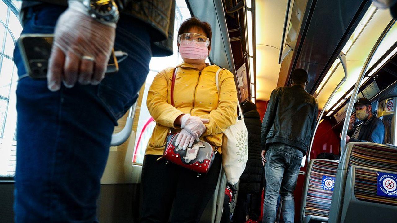Depuis le 11mai, date de début du déconfinement, le port du masque est obligatoire dans les transports en commun en France afind'enrayer la propagation de l'épidémie de coronavirus.