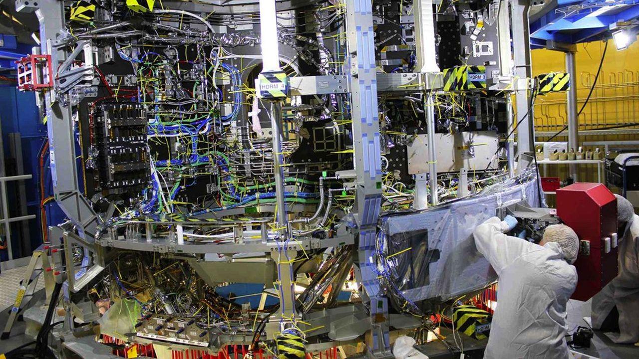 Airbus construit le module de service qui abrite toutes les fonctions vitales (propulsion, eau et oxygène et contrôle thermique) du module d'équipage, où logent les astronautes.