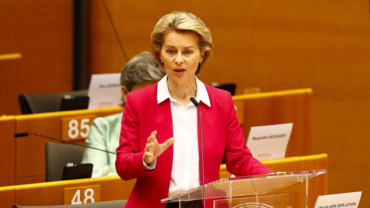 La présidente de la Commission, Ursula von der Leyen, propose un plan de relance de 750milliards d'euros.