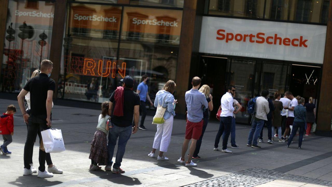 Les consommateurs allemands reprennent le chemin des magasins mais le crédit à la consommation recule.