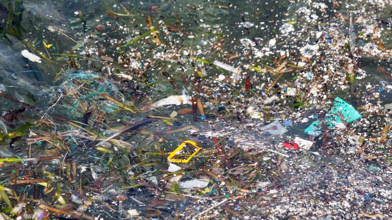 Pollution plastique en Méditerranée, au large de Malte