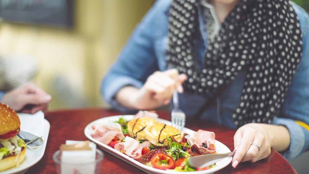Huit personnes sur dix ont envie de retourner au restaurant selon Food Service Vision. Mais le nombre de repas pris dehors risque de diminuer.
