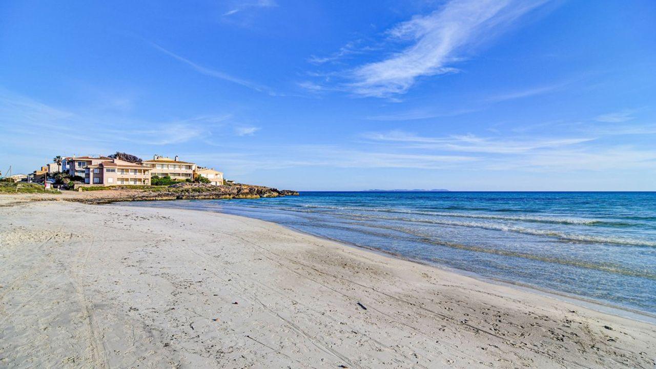 L'île de Majorque, haut lieu du tourisme germanique, a ainsi reçu à elle seule 11,9millions de visiteurs l'an dernier, dont 87% internationaux, parmi lesquels 4,2millions d'Allemands, loin devant les 2,4millions d'Anglais ou les 500.000 Français.