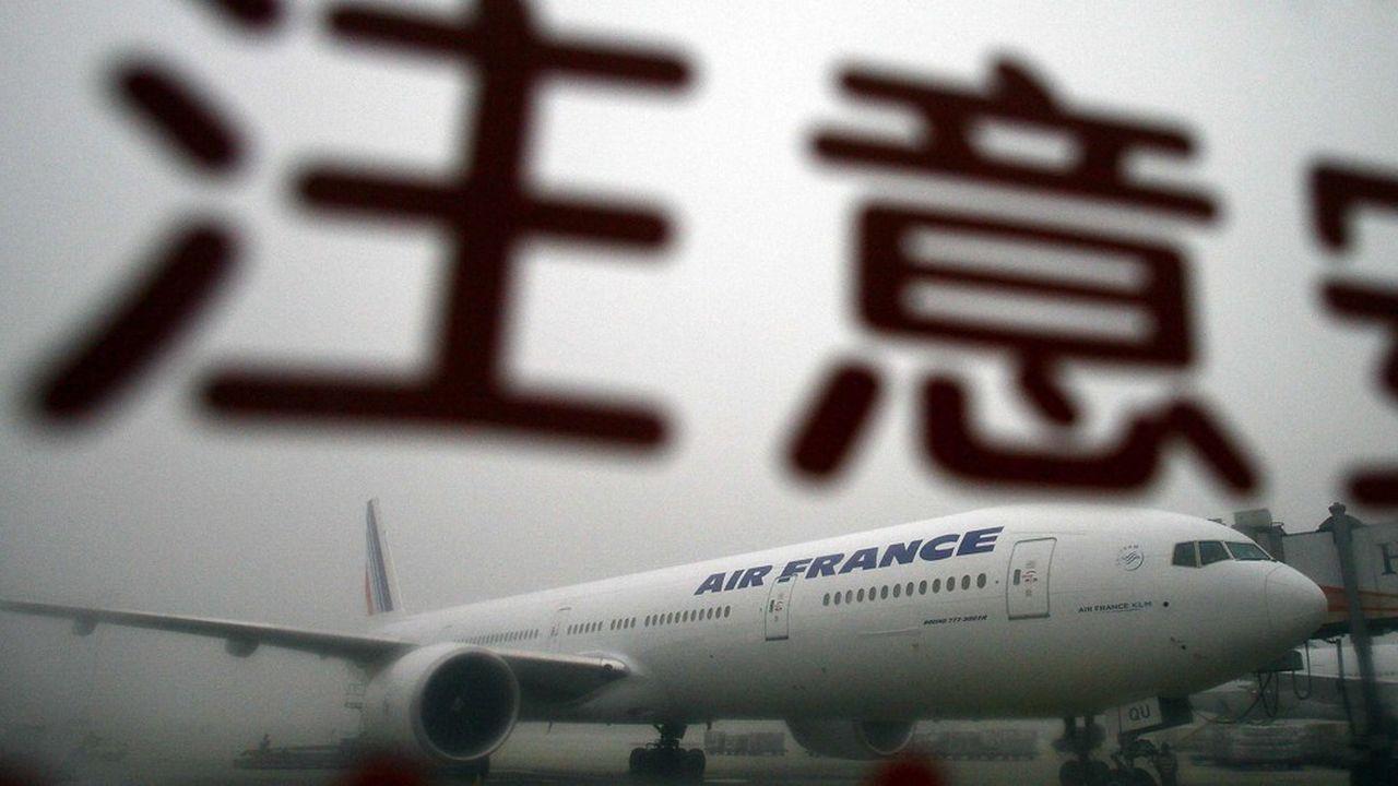 Un Boeing 777 d'Air France à l'aéroport international de Pékin, après avoir atterri dans un épais brouillard.