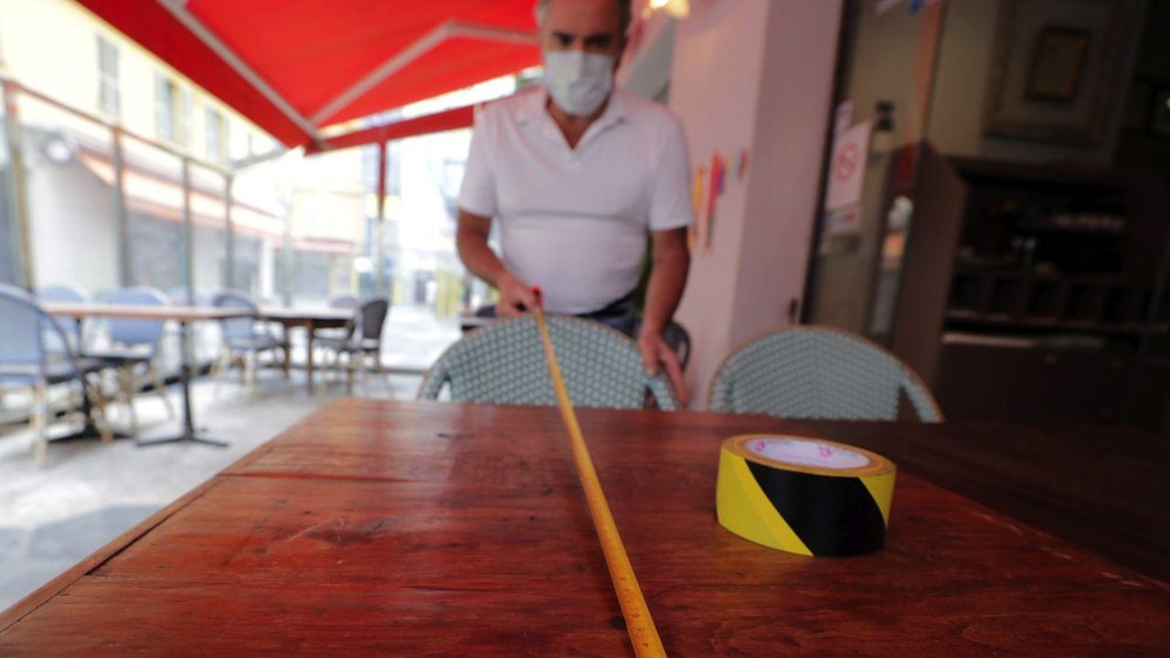 Pour les restaurateurs, la réouverture implique de nombreuses remises en question, de la distanciation physique à la nouvelle présentation des menus.