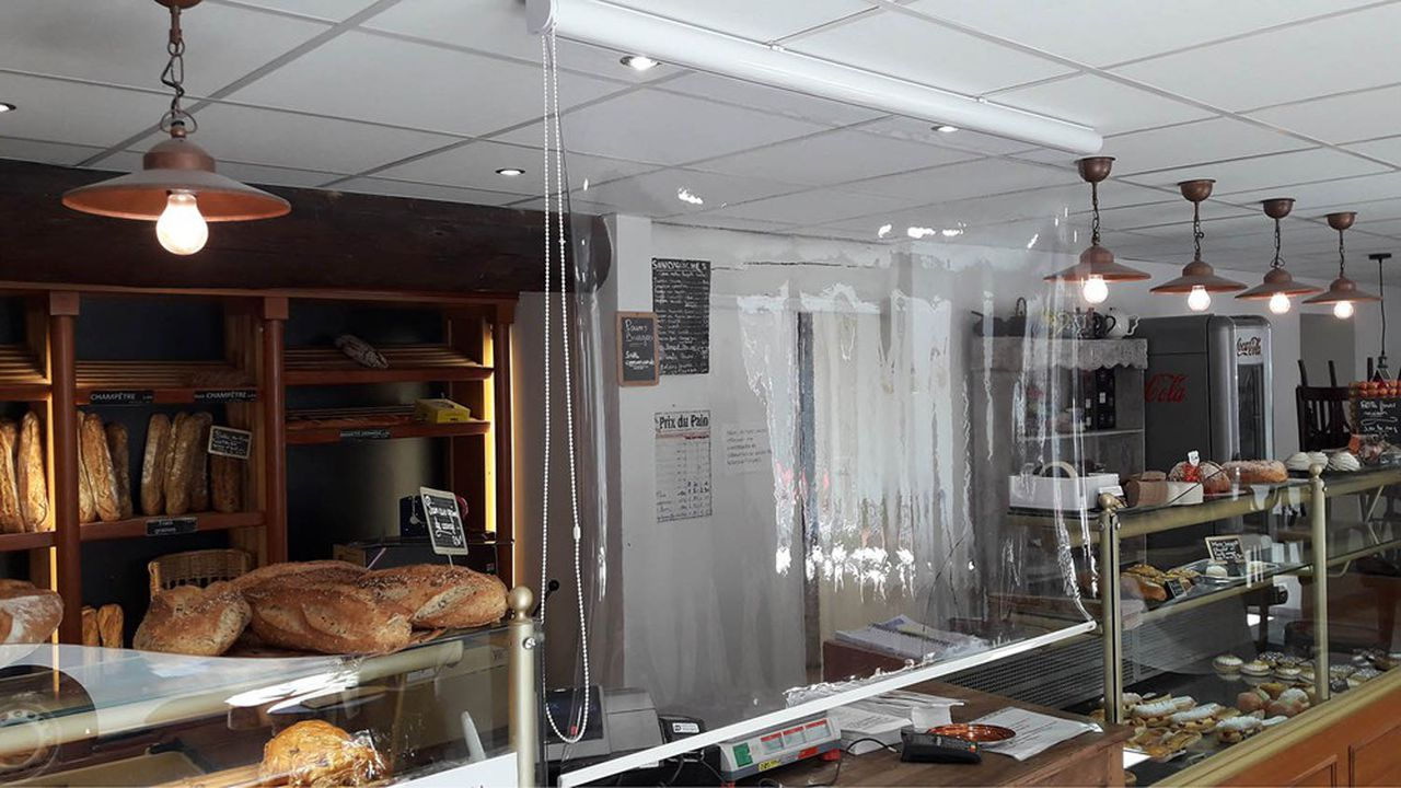 Vendu entre 150 et 200euros, le Store Paravirus est un équipement amovible plus simple à installer et à retirer qu'une paroi en plexiglass.