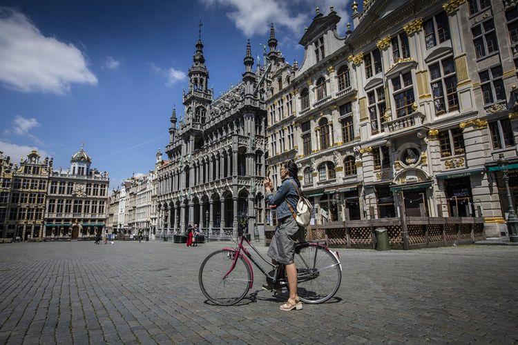 Sur l'emblématique Grand-Place, à Bruxelles.
