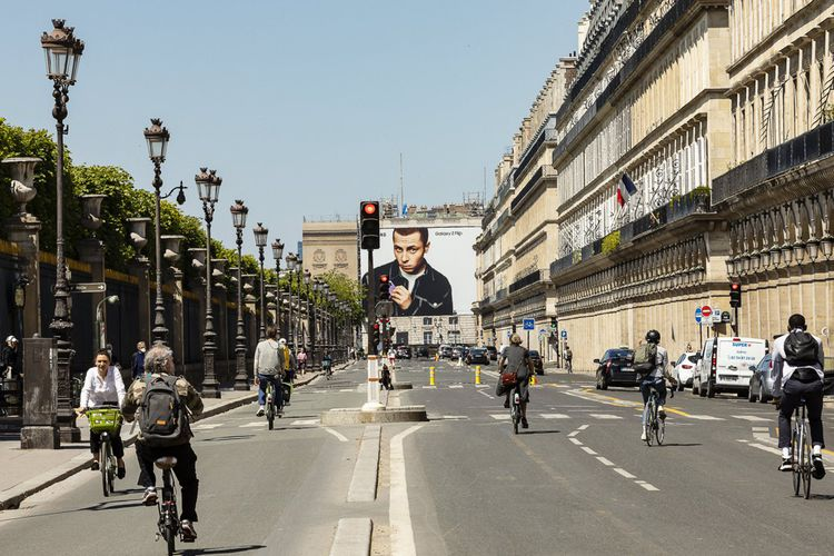 La rue de Rivoli, à Paris, le 18 mai. Cette artère majeure de la capitale est depuis le 11 mai réservée aux vélos et aux véhicules autorisés, offrant ainsi une alternative cyclable qui épouse le trajet de la ligne 1 du métro.
